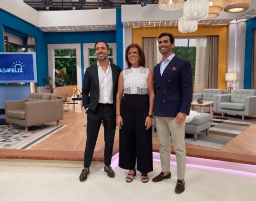 Manuela Costa com médicos na Casa Feliz